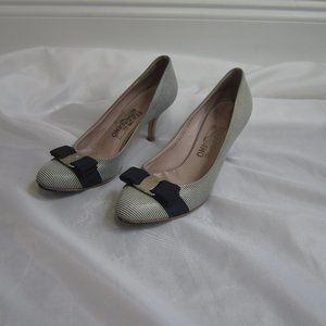 Salvatore Ferragamo 8 B Stripe Bow Heels Pumps